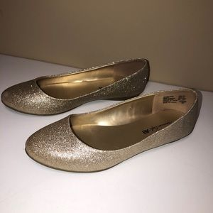 American Eagle Ballet Gold Glittered Flats Shoes